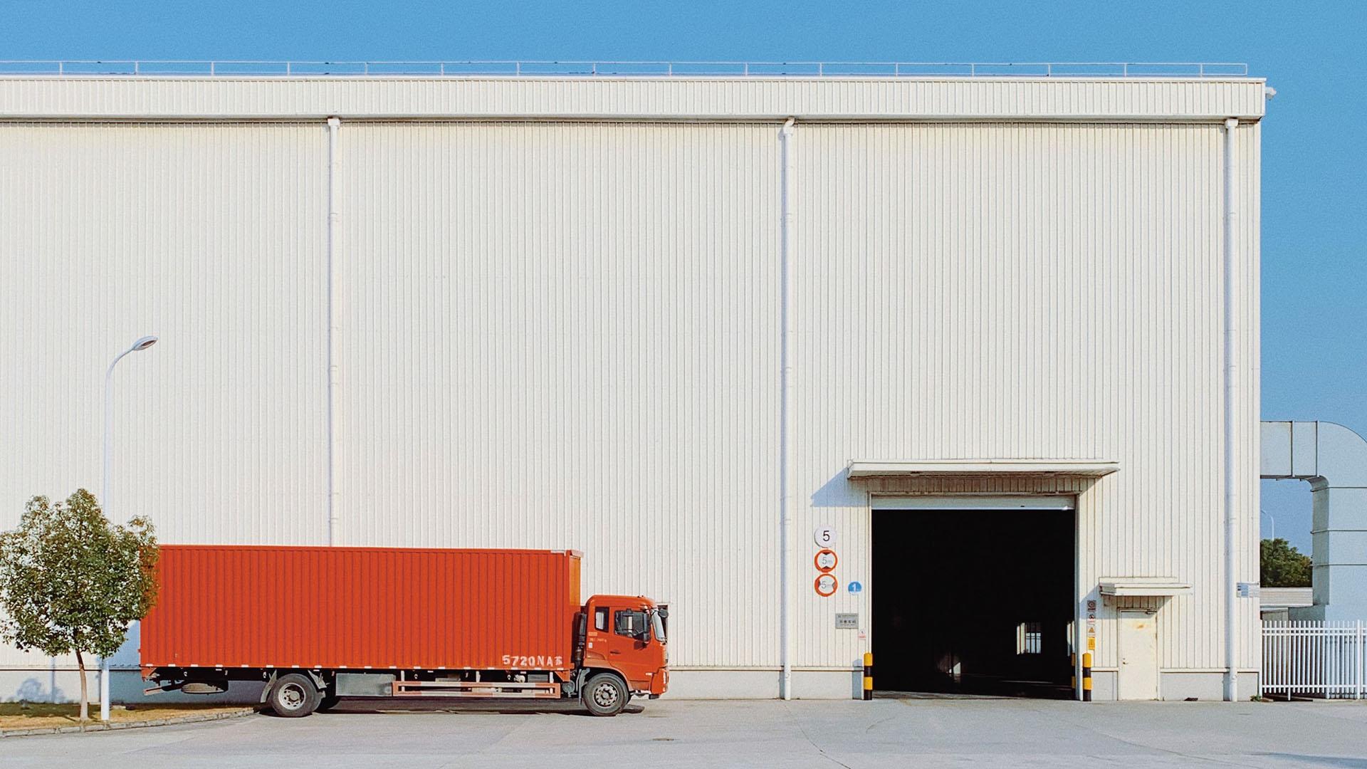 トラックメーカーがトラックを売らない時代